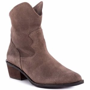 Naughty monkey country western suede taupe boots